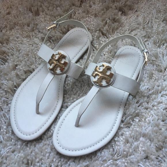 3ef97b7e2286 Tory Burch Cassia Flat Thong Sandal Leather. M 5a47bcb7daa8f67dc915988d